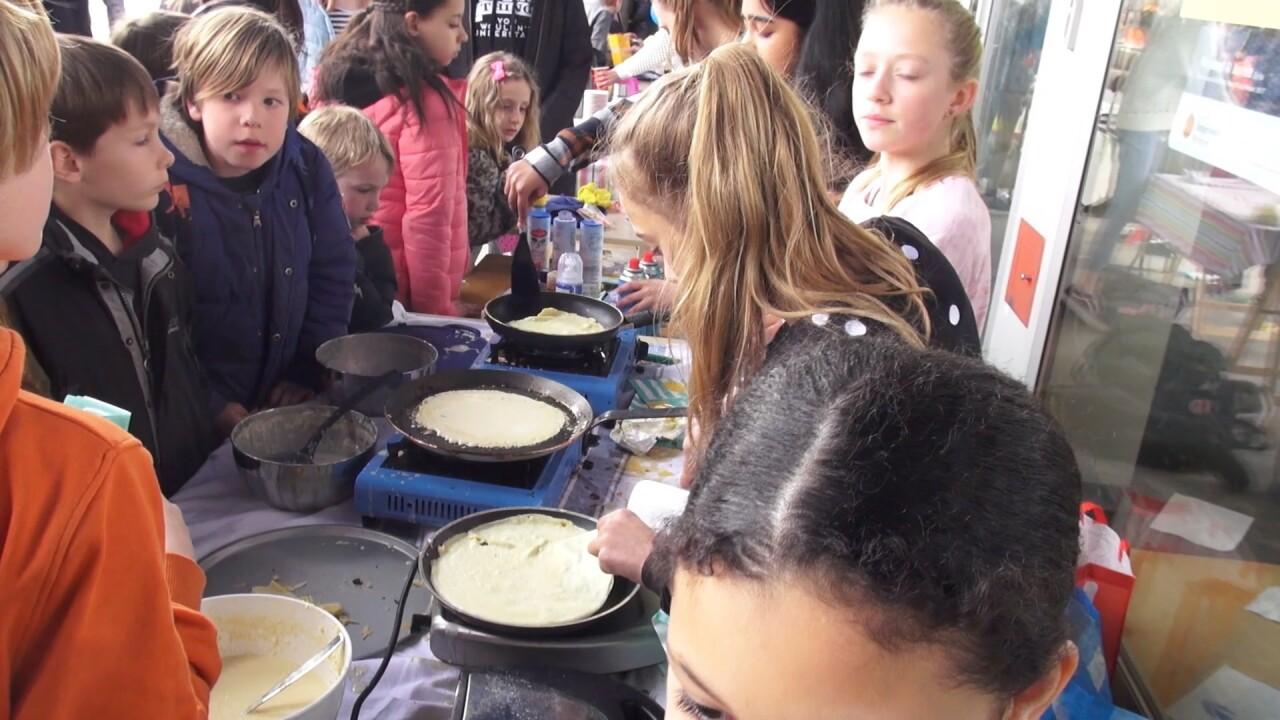 VIDEO: Goede doelendag op de Montessorischool Steigereiland