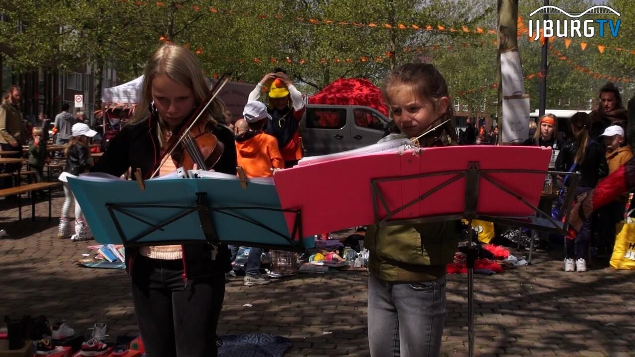VIDEO: Kindervrijmarkt Joris Ivensplein groot succes